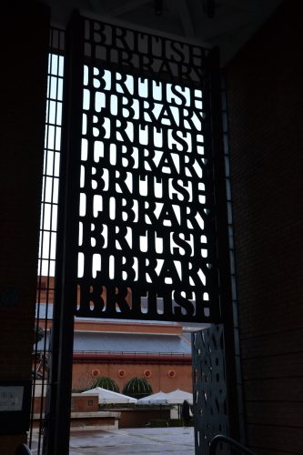 Entrée de la British Library Saint-Pancras (photo personnelle)